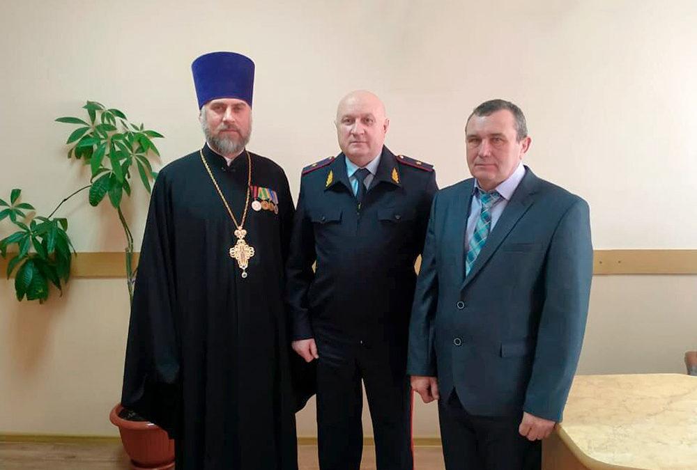 Помощник благочинного поздравил главу полиции Арзамасского района с юбилеем