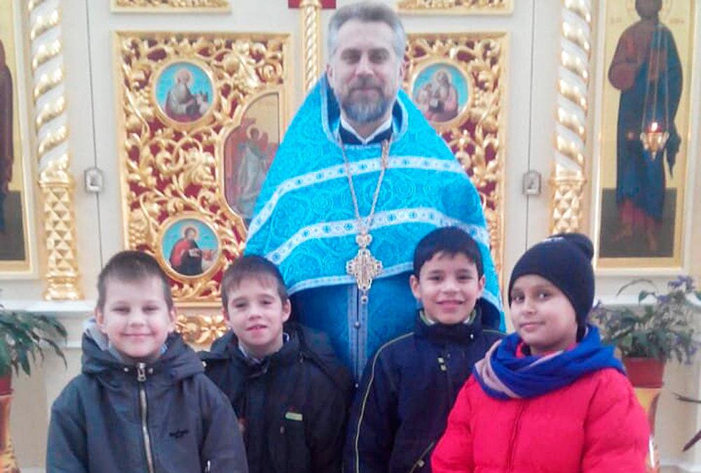 Дети из Социально-реабилитационного центра причастились Святых Христовых Таин