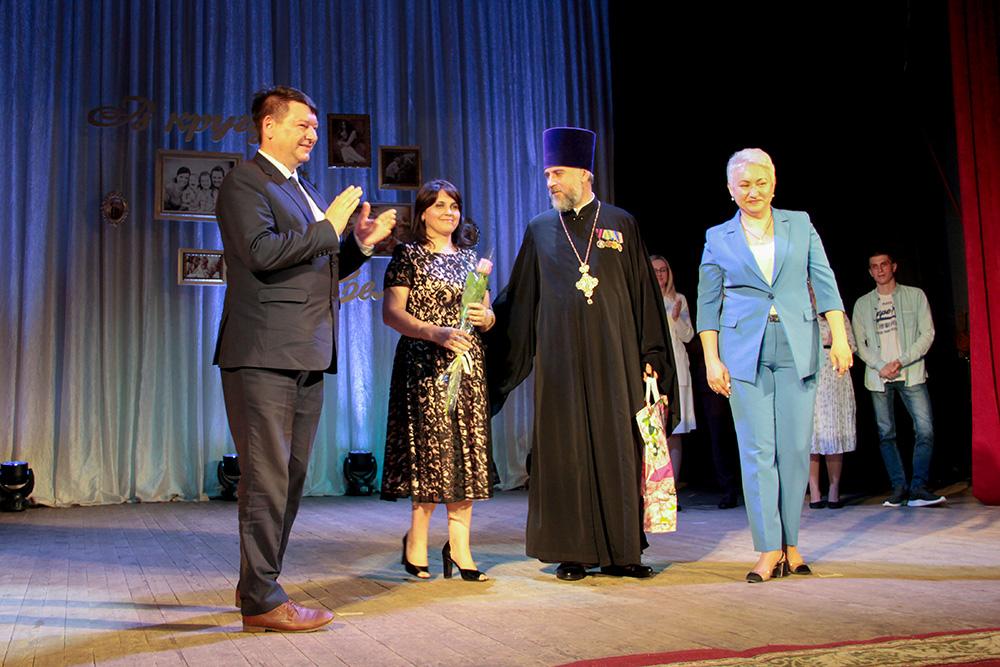 Управление ЗАГС Нижегородской области поздравило семью протоиерея Олега и Домны Куря с юбилеем
