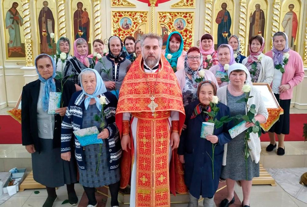 Настоятель поздравил прихожанок храма с Православным женским днем